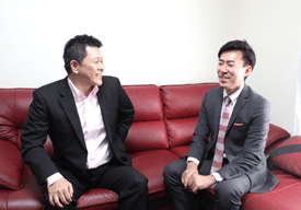 橋谷氏へのインタビュー写真